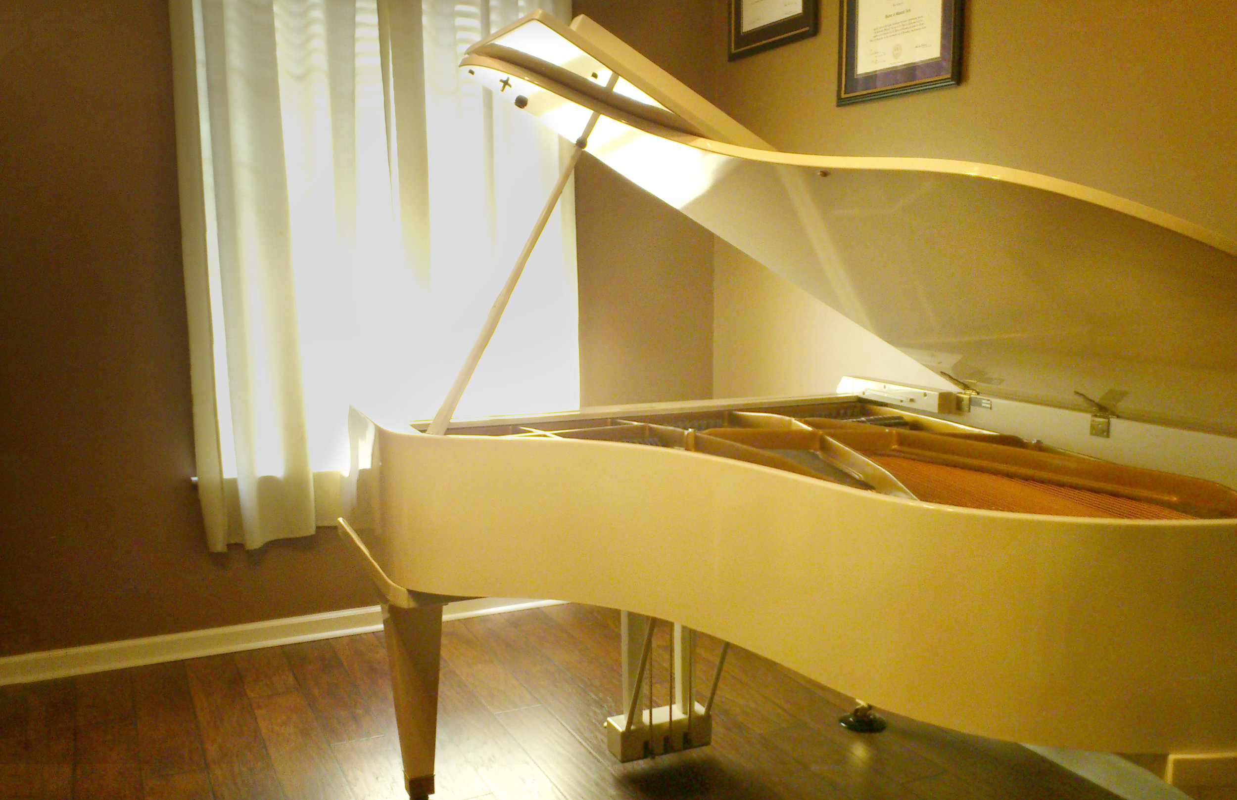 D Piano Studio grand piano 1.jpg