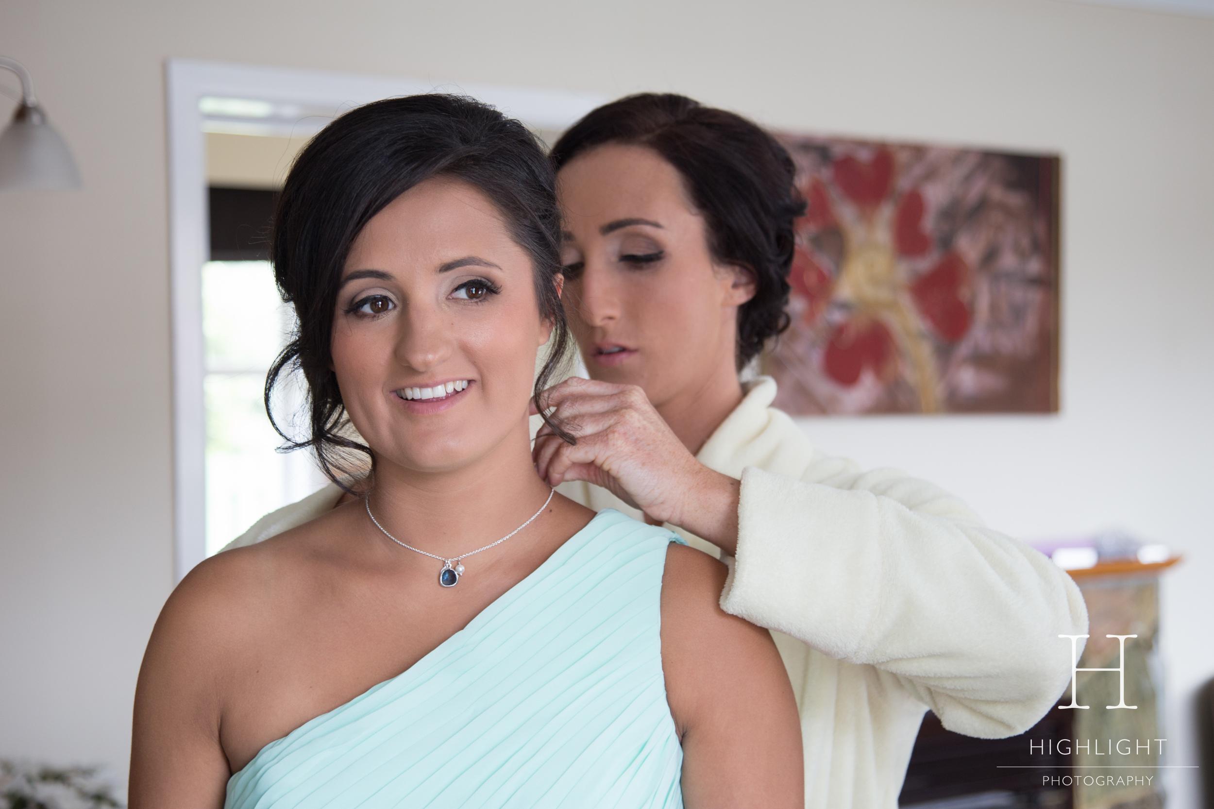 highlight_photography_wedding_new_zealand_necklace.jpg