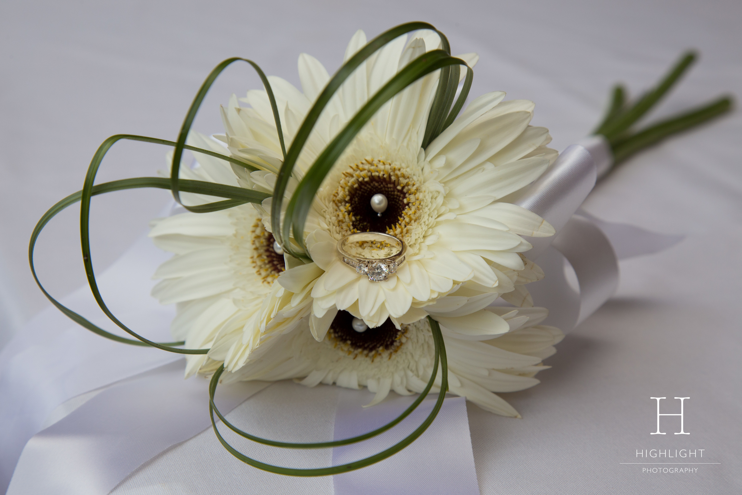 highlight_photography_wedding_new_zealand_flowers_wedding_ring_stewart_dawsons.jpg