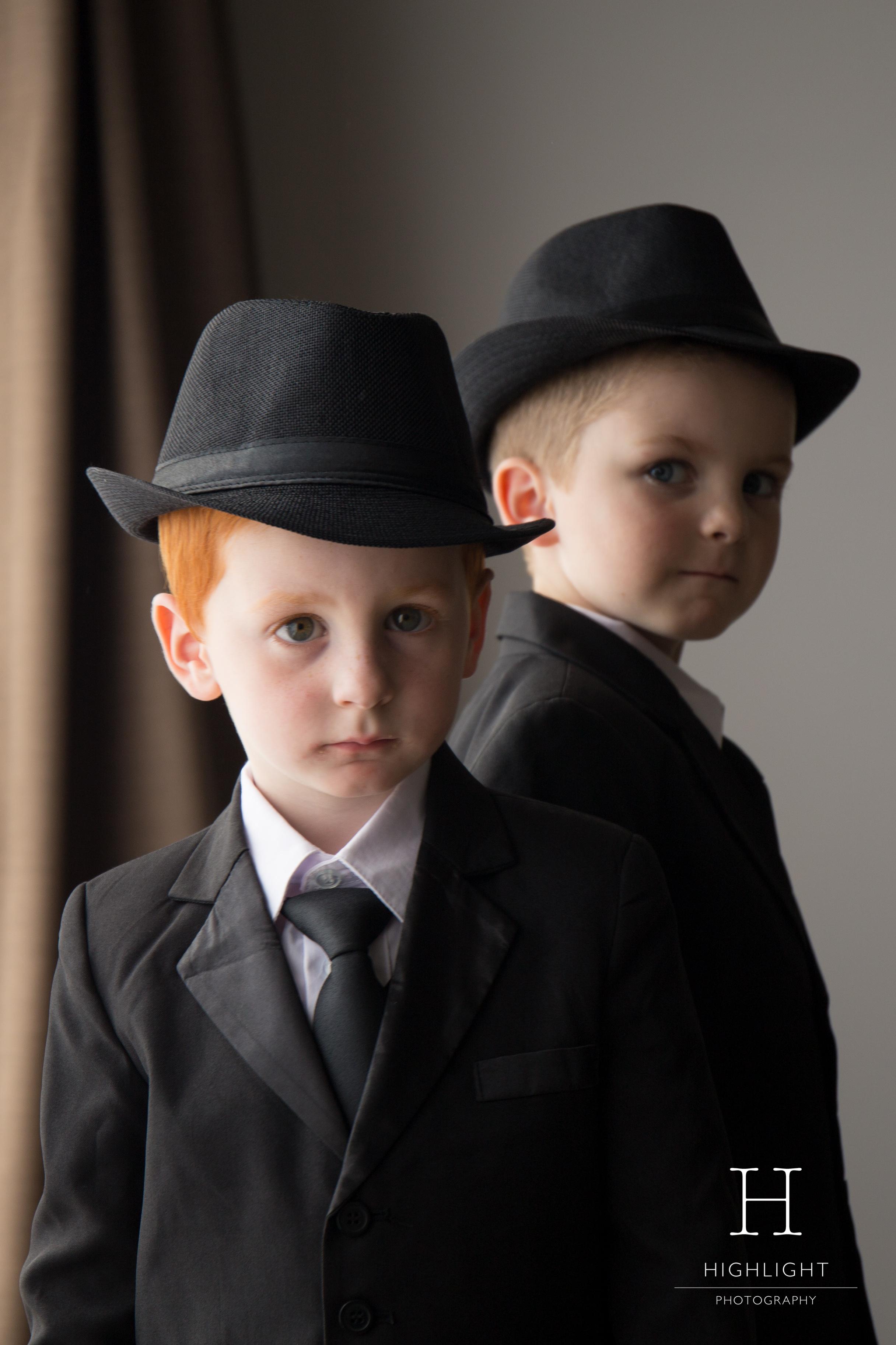 highlight_photography_wedding_new_zealand_kids_hats.jpg