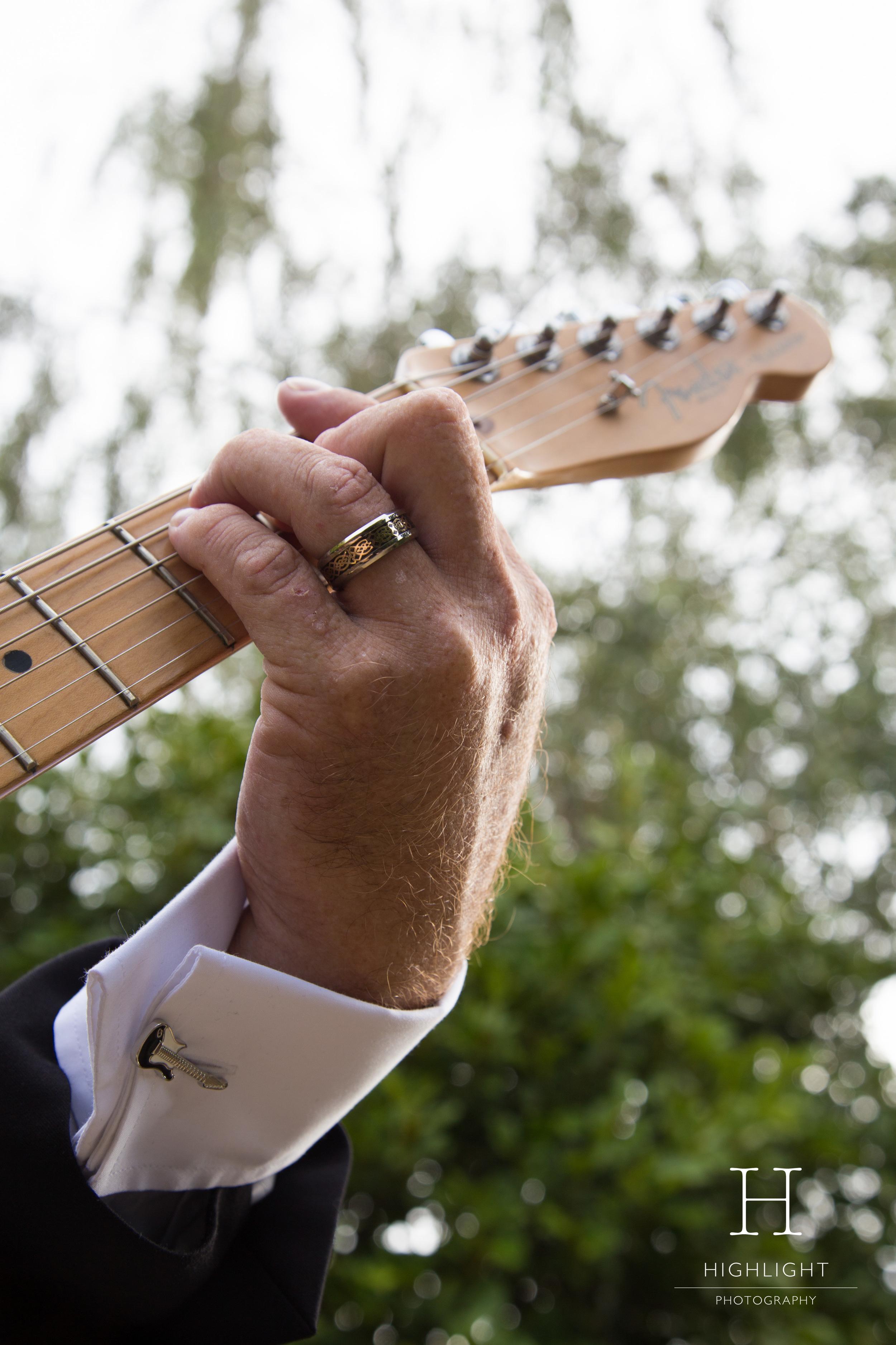 highlight_photography_wedding_new_zealand-guitar.jpg
