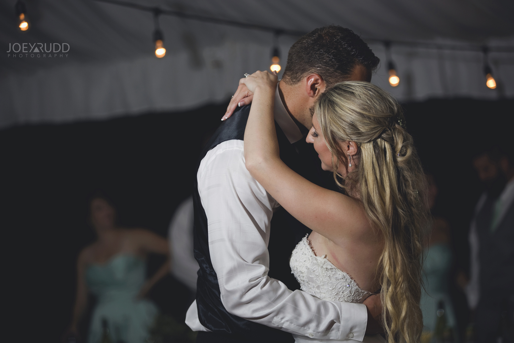 Calabogie Wedding at Barnet Park by Ottawa Wedding Photographer Joey Rudd Photography Dancing Couple