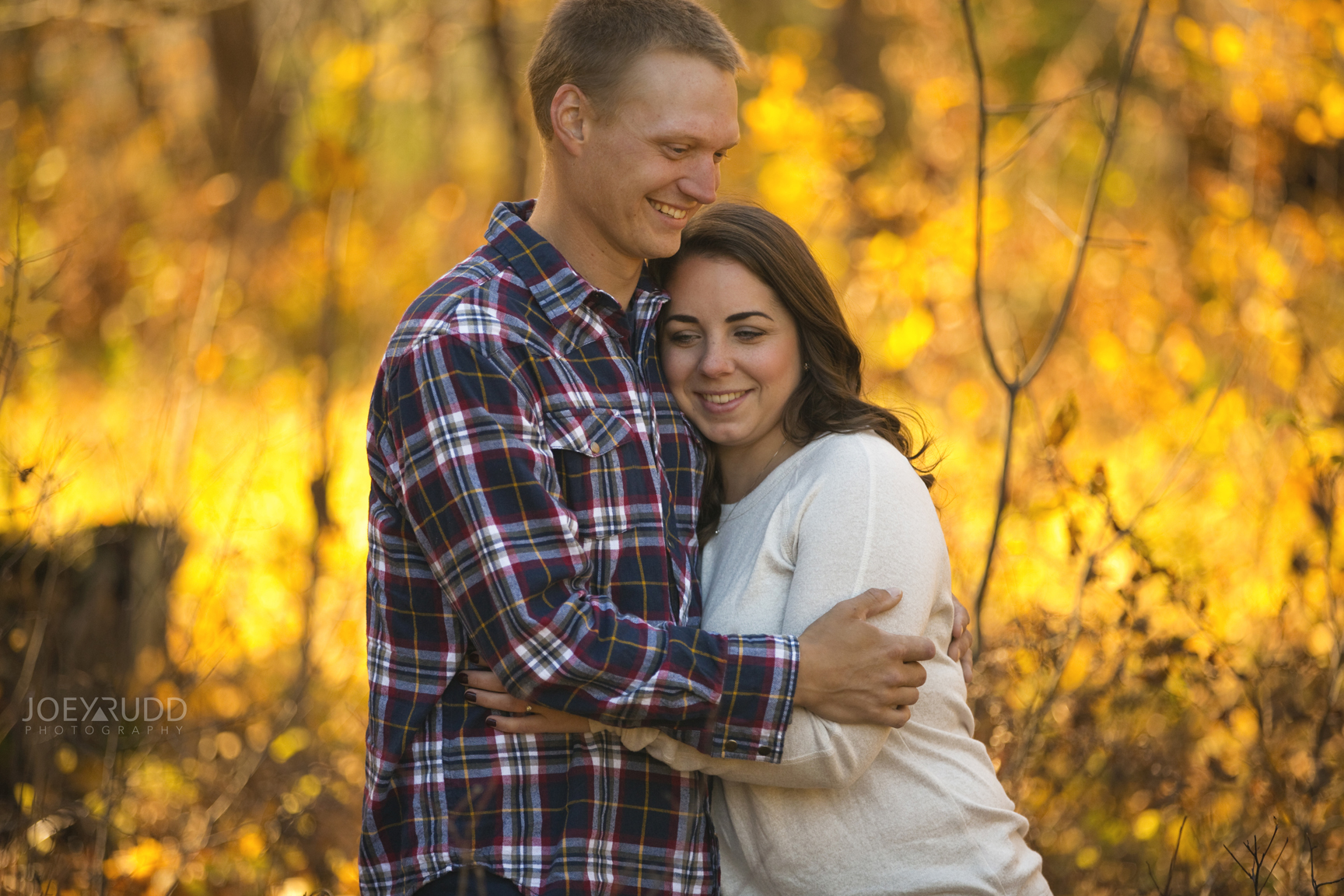 Outdoors nature engagement session in the fall by Ottawa Wedding Photographer Joey Rudd Photography