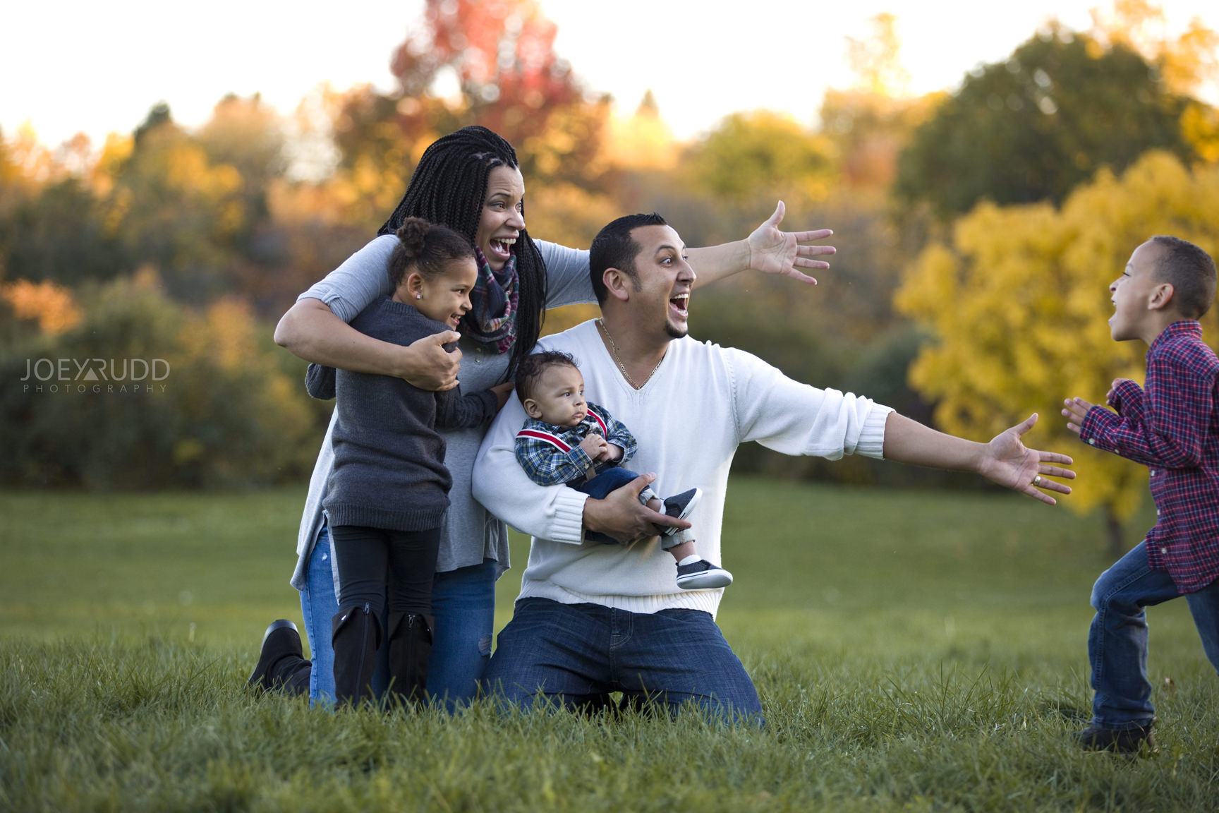 Ottawa Family Photographer Joey Rudd Photography Family Photo Session Arboretum Candid Reality
