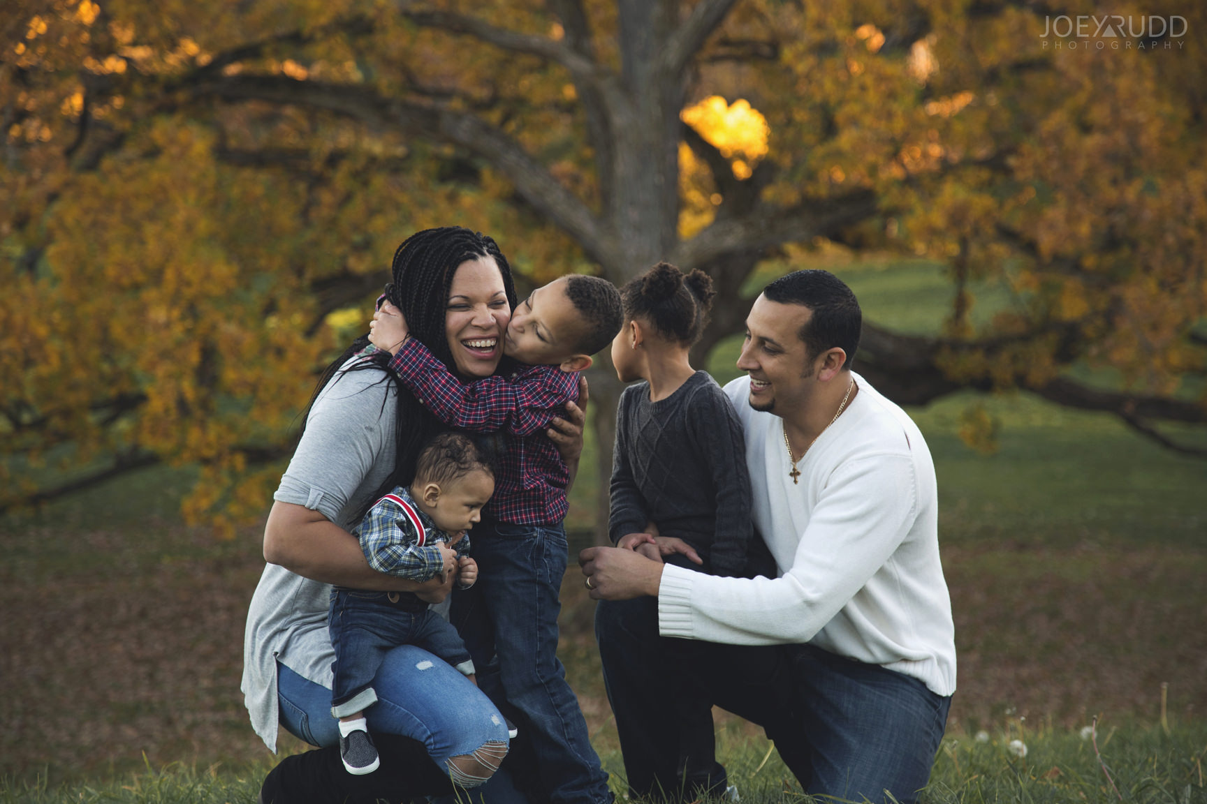 Ottawa Family Photographer Joey Rudd Photography Family Photo Session Arboretum Candid Fun Portrait Session