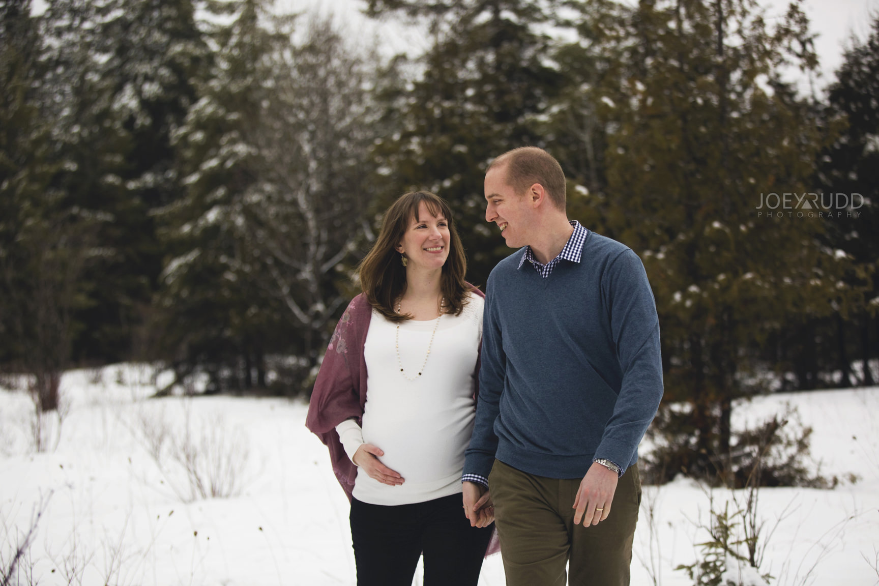 Winter Maternity Session in Carleton Place by Ottawa Wedidng Photgrapher Joey Rudd Photography