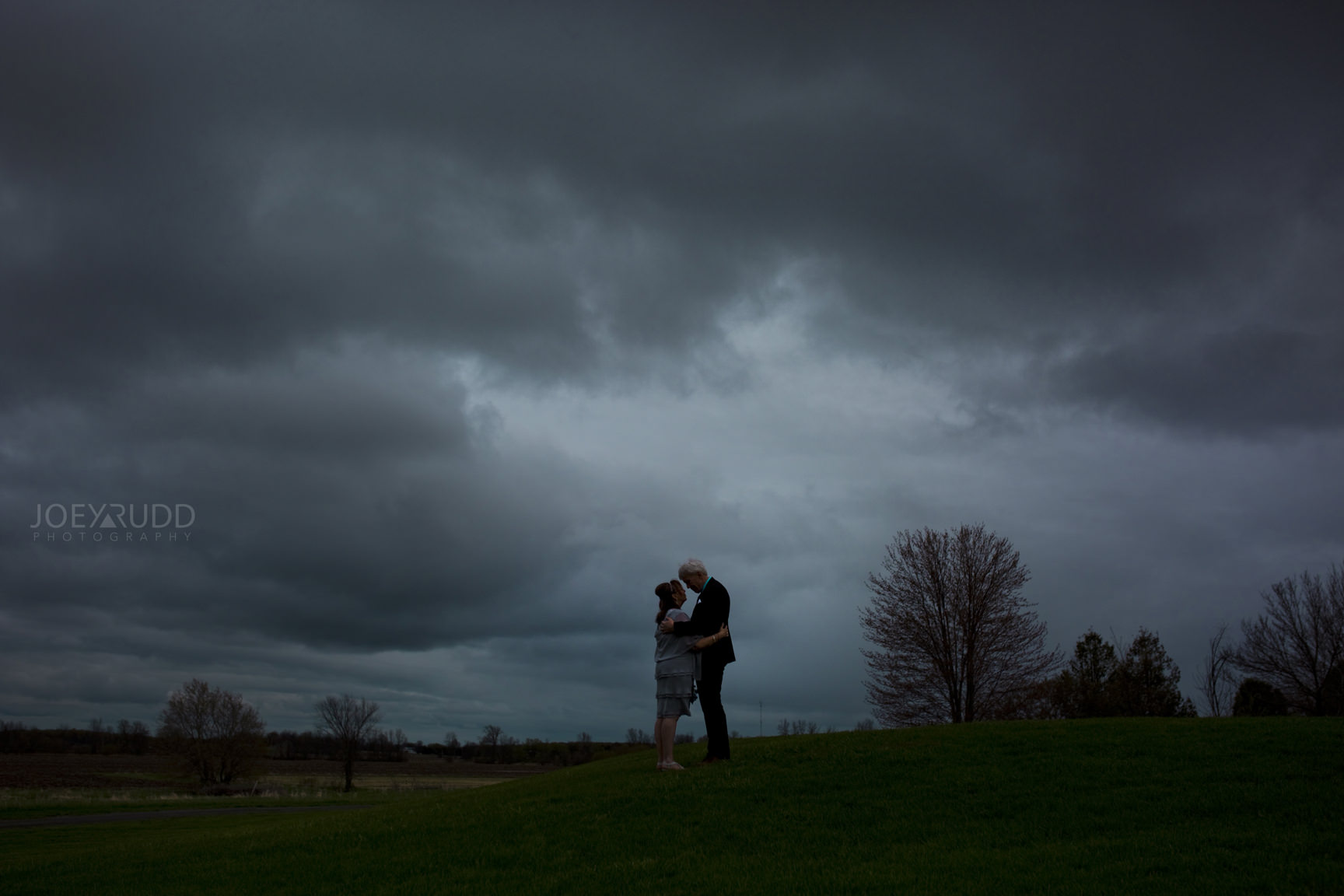 Strathmere wedding by ottawa wedding photographer joey rudd photography storm silhouette