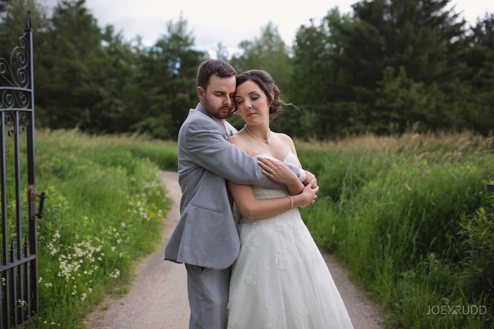 Val-des-Monts Wedding by ottawa wedding photographer joey rudd photography field