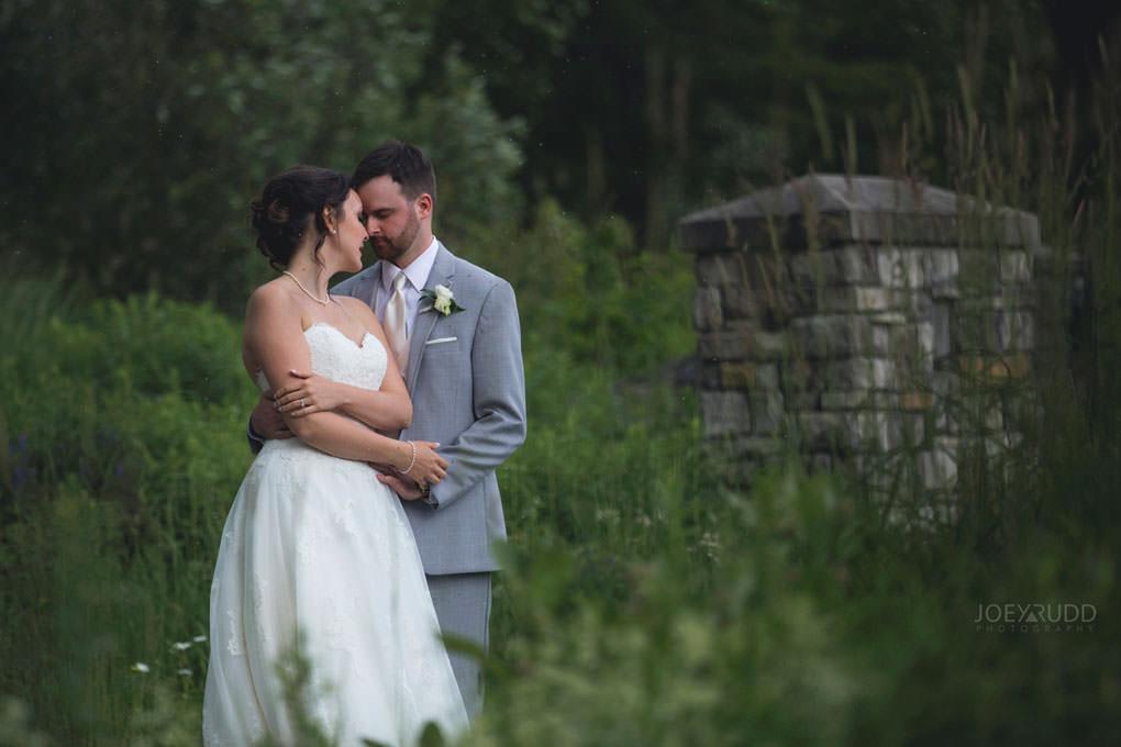 Val-des-Monts Wedding by ottawa wedding photographer joey rudd photography stone gate