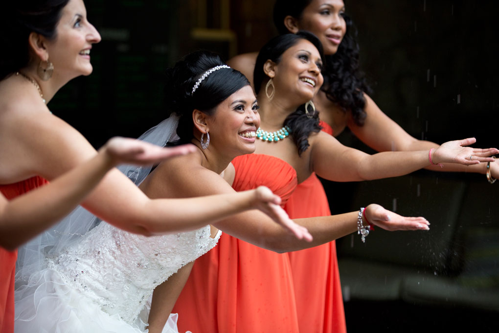 Photos in Rain in Ottawa Wedding