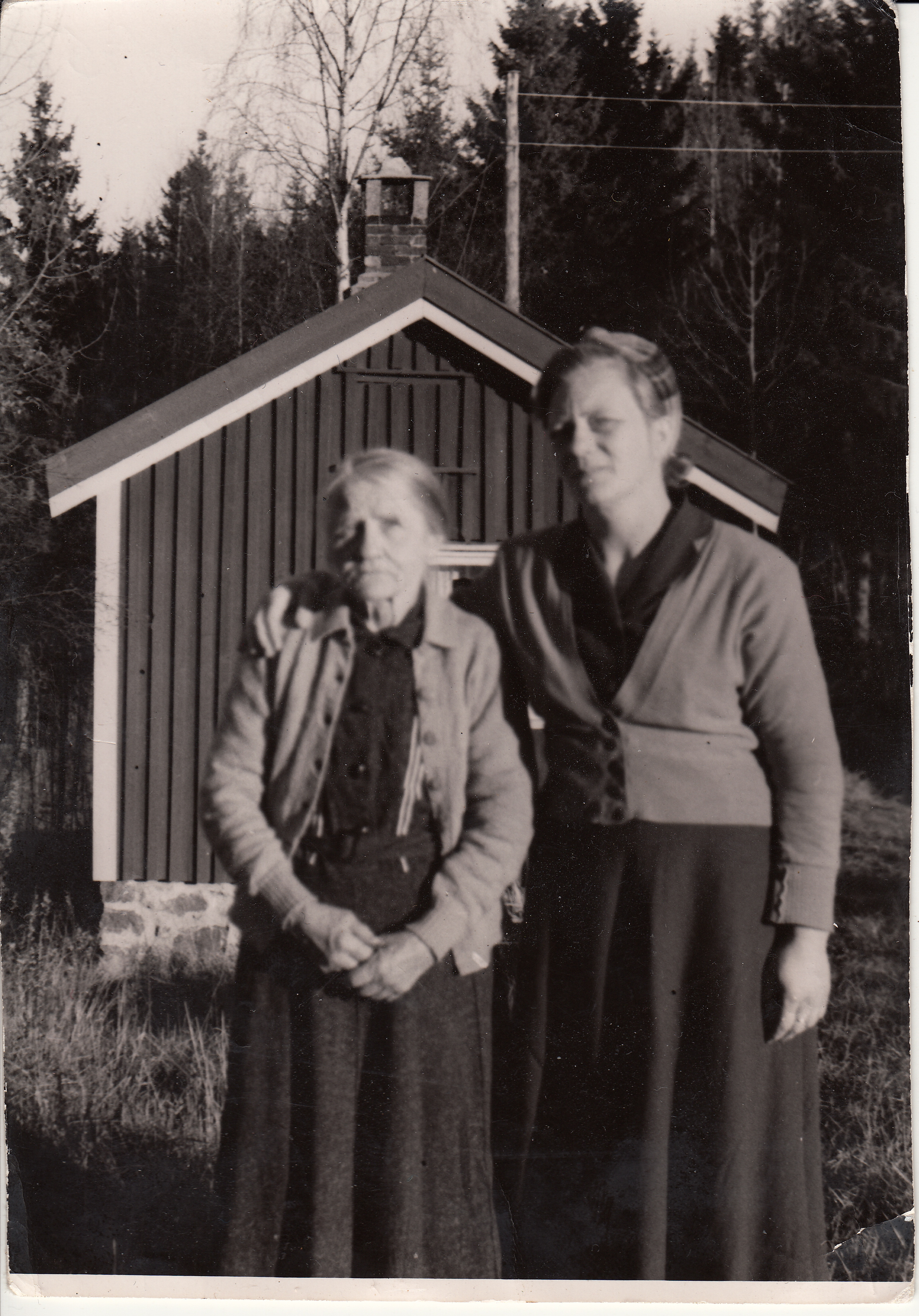 Helene Lia og niesen Agnes Osmunddalen, ukjent årstall.