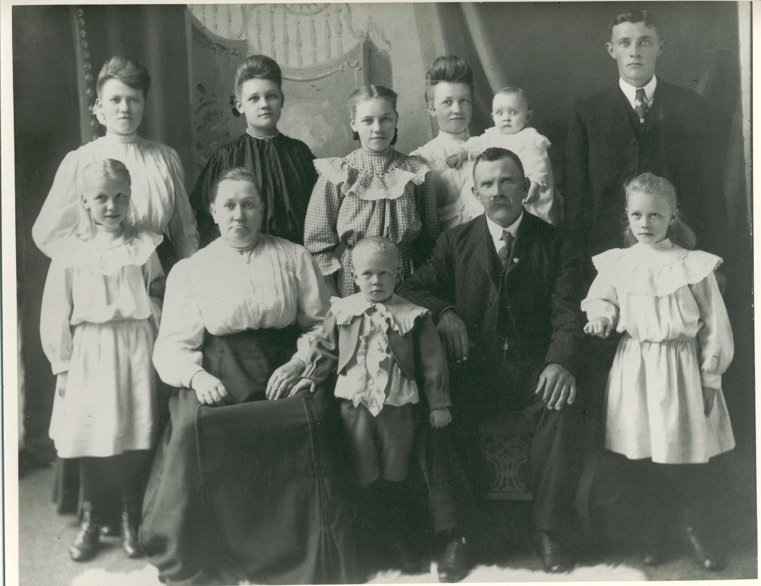 Anders og Maren Melås Lia med barn, tatt i begynnelsen av 1900-tallet i USA.