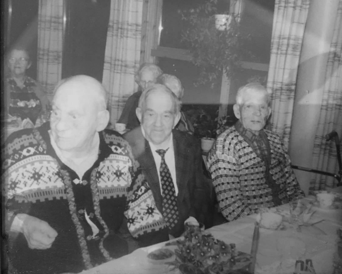 Arne Presthagen, Halvor Lia og Hagbert Morka (?), på Gjerstadheimen trolig på slutten av 1980-tallet.