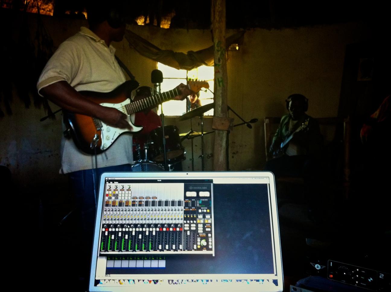Fasalusa recording in the Siteki hut.jpg