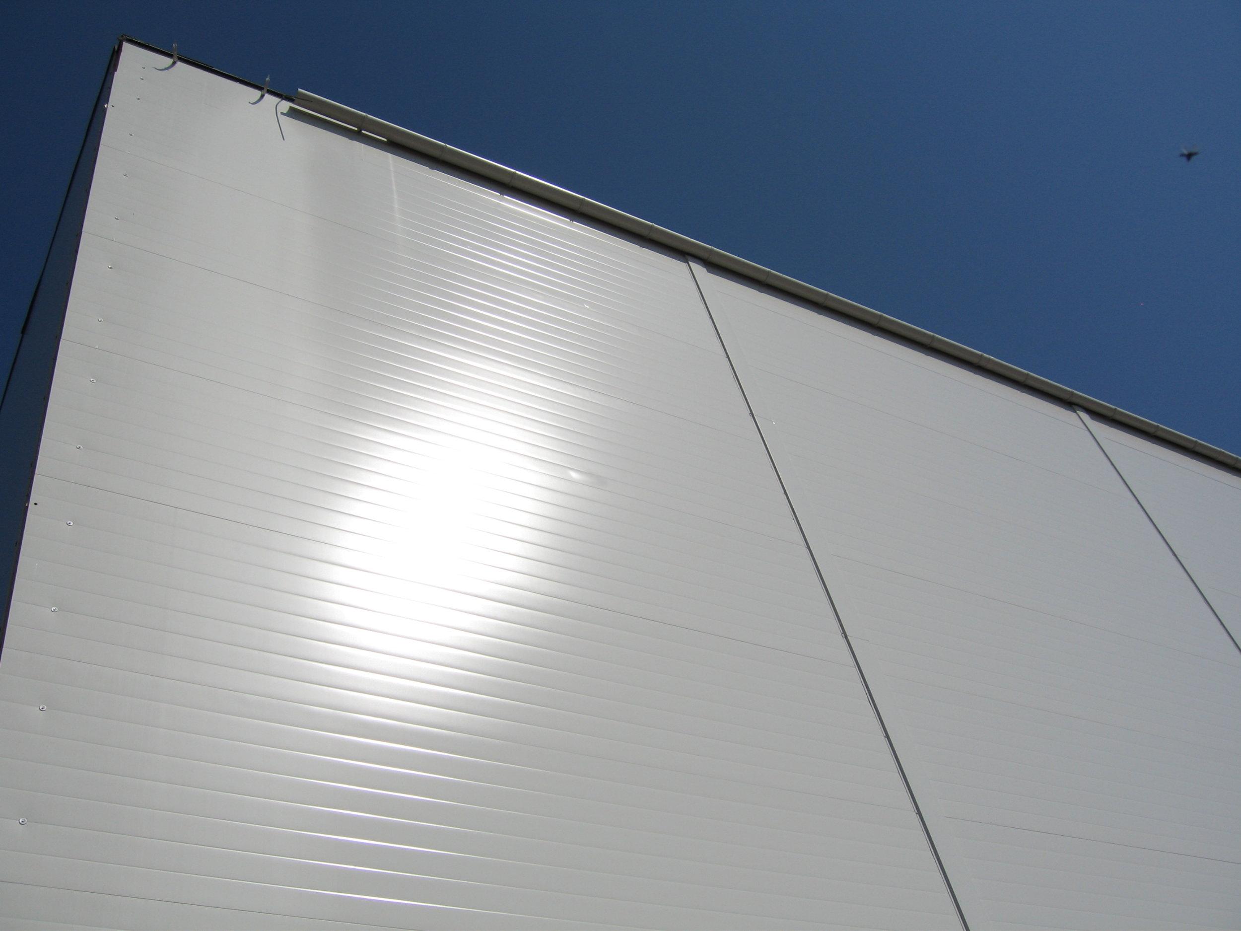 Fasadepanel    Vi leverer fasadepanel med polyurethan-skum eller mineralull som kjerne. Kort byggjetid gir god totaløkonomi.    Les meir