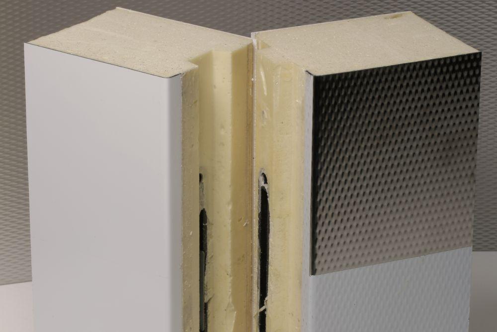 Konstruksjon - Basert på eit fleksibelt modulsystem med låsesystem i overgangar.Hygienisk overflate. Kan lett demonterast og flyttast.