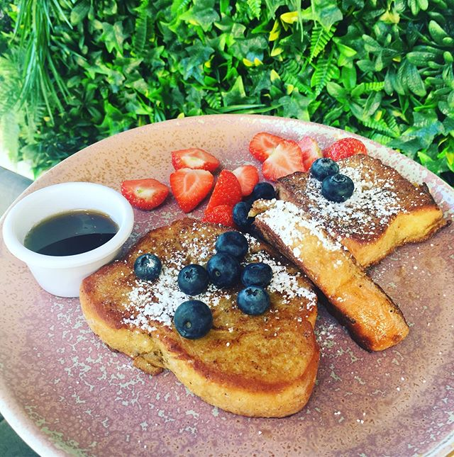 Happy Monday - French Toast with mixed berries 🍓and real Canadian maple 🍁 syrup . . . #ratoath #brunch #cafe #mondaymotivation #cheattreat #frenchtoast #ashbourne #ireland