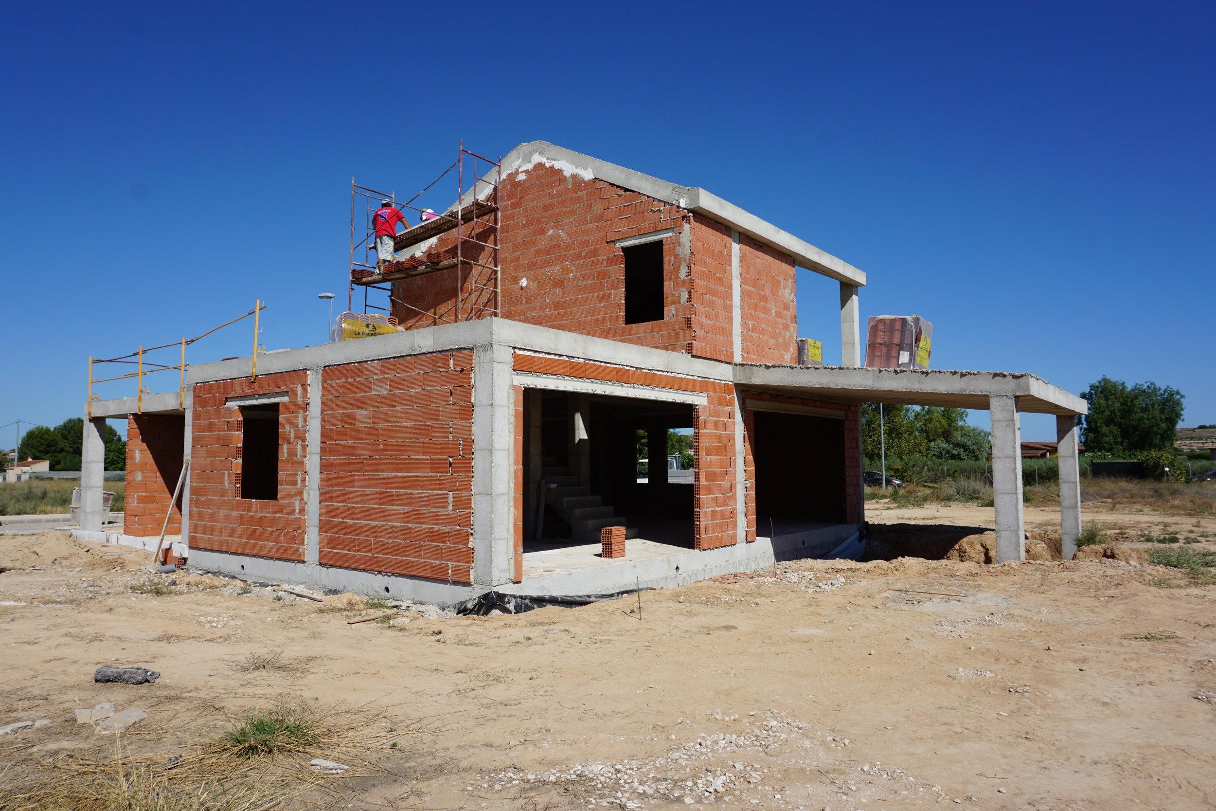 Obra Nueva - Construir su casa no tiene que ser estresante y complicado, un buen arquitecto y un coordinado equipo de construcción es nuestra especialidad en Sparq.