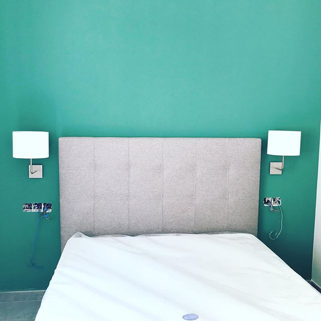 #interiordesign #greenbackdrop #greyheadbed #decoraction #sparq_alicante