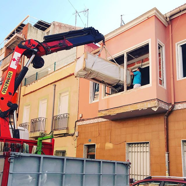 #Gruatime #sofa #furniture #crane #furnishing #building #newhomes 🤩 con @decontinuos