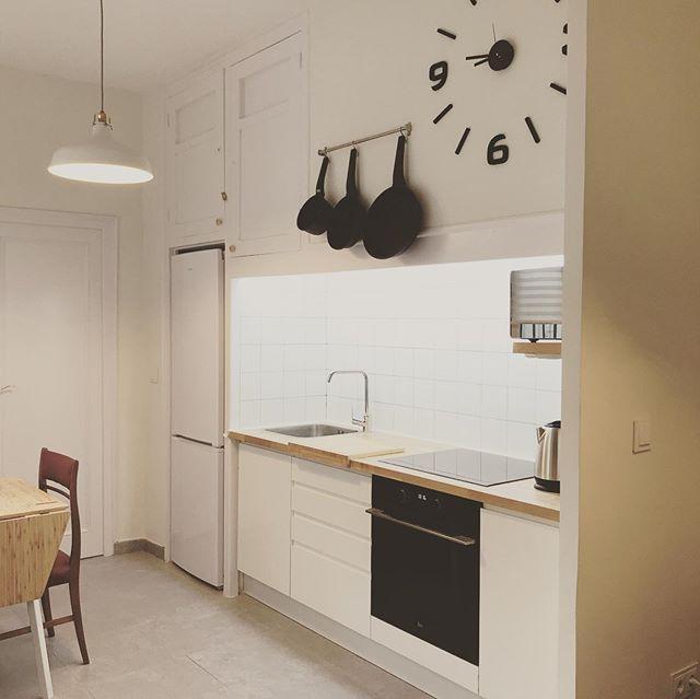 """Terminamos el interior de un apartamento """"retro"""" para uso vacacional. Que gratificación verlos trabajos en su estado final y tan bonito! esperamos que os gusta tanto como nosotros y los clientes 🤗 . . . #interiordesign #diseñointeriores #retro #apartamento #sparq"""