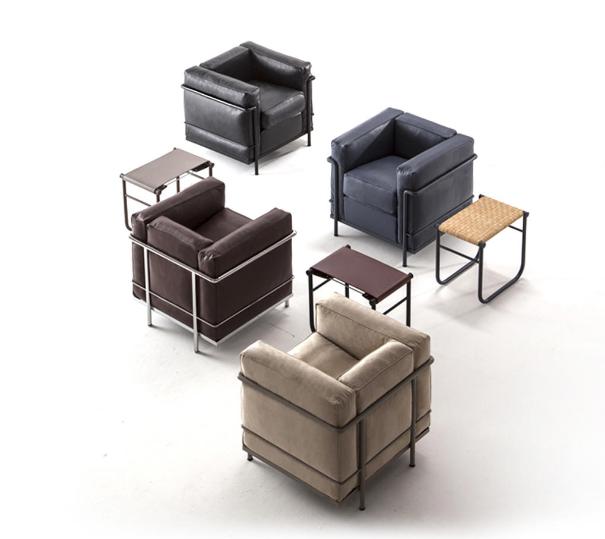 - Jedes Möbelstück aus der Kollektion Cassina I Maestri weist eine eigene Garantie mit derselben Nummer, die unauslöschlich auf dem Möbel angebracht ist, auf.