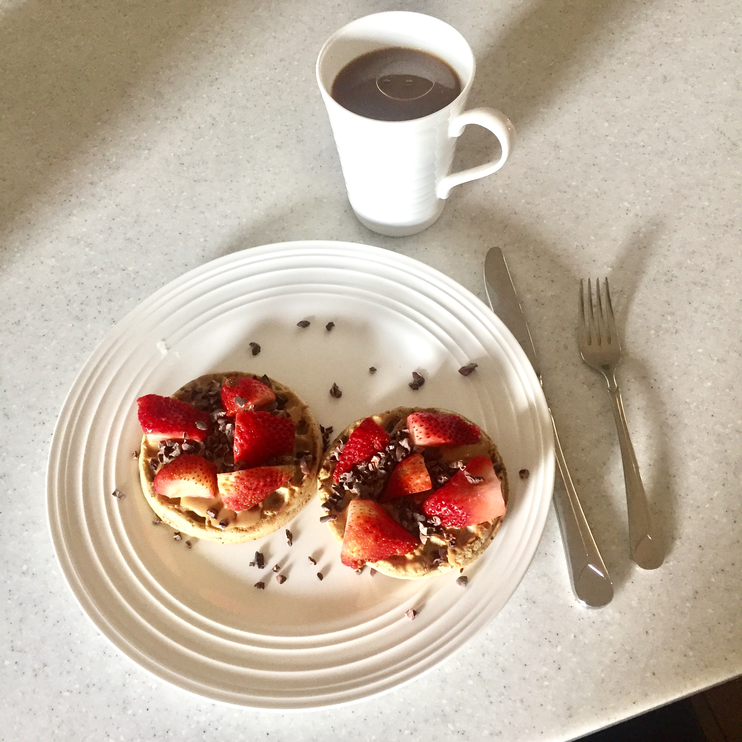 Waffles with Berries and Cacao
