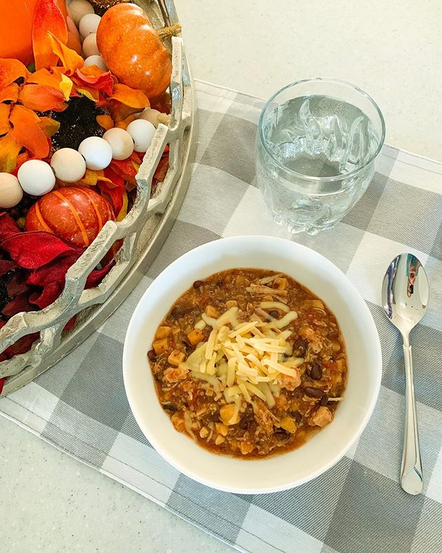 Fall is in the air 🍂🍁🌾 ... and that means that soup is in the slow cooker at my house! 🥣🍠🥄 I've been ready for a cool fall day to eat this Sweet Potato and Black Bean Chili since mid-July. Let me take you back to then. Earlier in the summer, I got an email from @cassiescountrycupboard asking me about my food photography. 📸🎥📞 We had a phone meeting where I met Cassie and shared my experiences. I loved that Cassie and I had a shared goal of helping others enjoy good food experiences. 👏🥙🤝 Fast forward to a couple weeks later when I presented a nutrition demo at the @celinafarmersmarket. Cassie was there selling her soup mixes and more - and upon arriving to my booth, I noticed a brown paper bag filled with her mixes (including the one to make the soup pictured) and a sweet handwritten thank you note for the time on our phone call. How nice!! 💕🥰🍲 Earlier this afternoon, I added Cassie's dehydrated Sweet Potato & Black Bean Chili mix to the slow cooker with 4 cups of broth, 1 can of diced tomatoes, 1/3 cup of quinoa, and some chicken. Hours later, it was ready to eat. So simple! So tasty! And packed with nutritious ingredients too. Thanks, Cassie!! Local friends: this is a must try for easy, delicious, nutrient-rich family meals! 🌽🥕🥔 #healthy #healthyfamilymeals #nutrition #souprecipe #soupseason #fallsoups