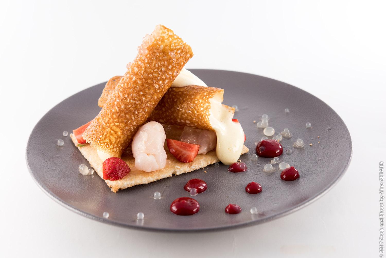 Copy of Le Croustillant à la crème de lychees , dacquoise au coco caviar de lychee