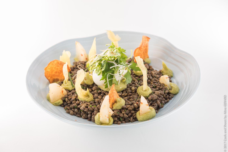 Copy of Plat du jour —Salade de lentilles et guacamole, œuf mollet et vinaigrette aux herbes fraîches