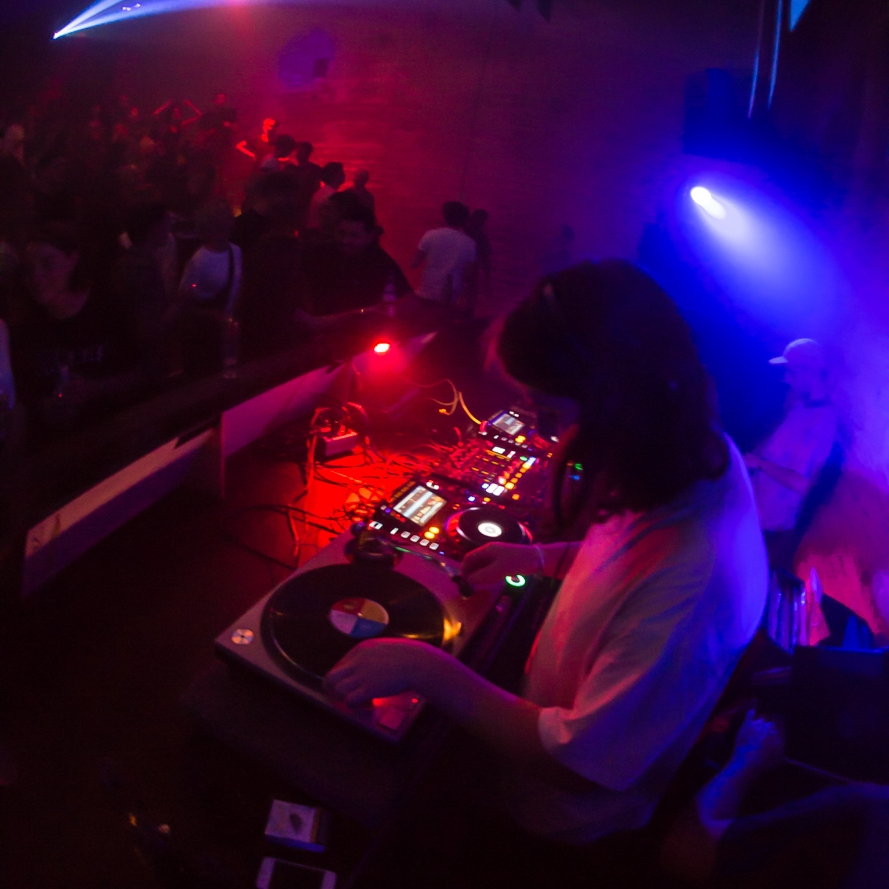 NATHAN LAKE - Zwart Goud - Newcastle, UKCollector of rare jams, extensive grooves with indie moves.Timeless music to dance to...Notable performance: Zeezout Festival