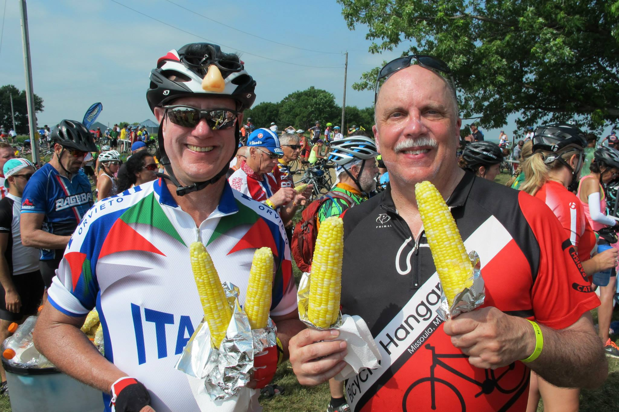 Birkbros prepare to relieve RAGBRAI of another four ears of spectacularly yummy sweet corn.