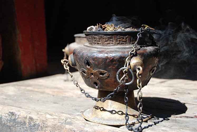 Pot burning incense