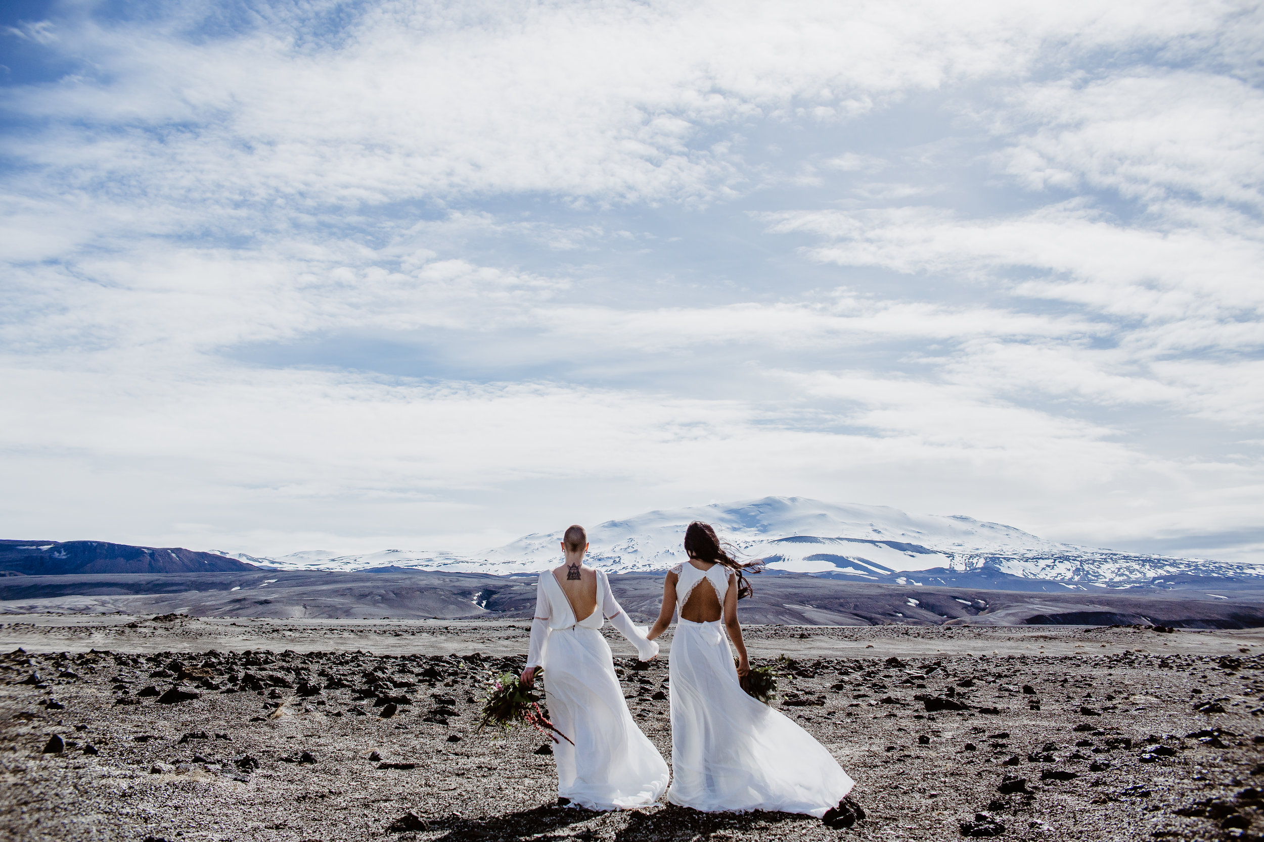 iceland elopement photographer- Iceland wedding pictures | Skógafoss elopement pictures