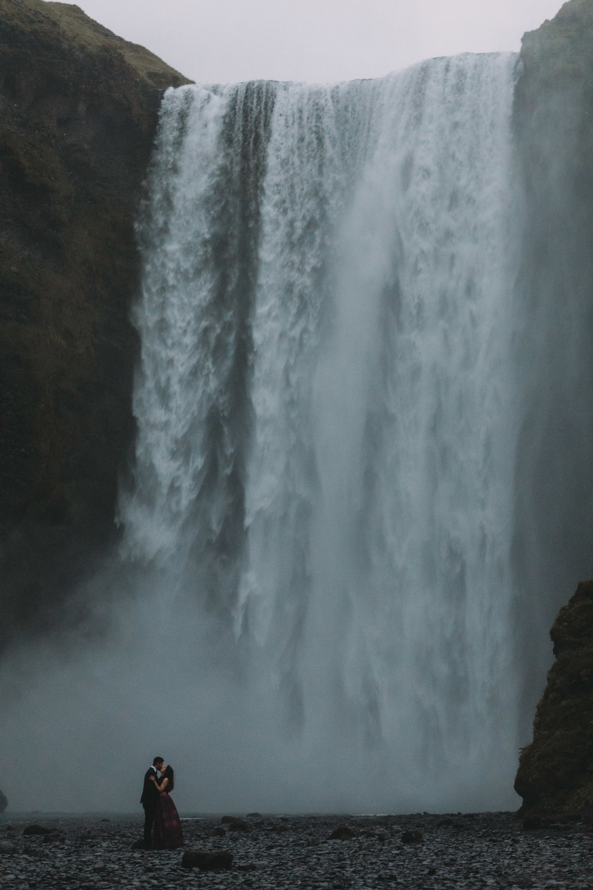 Iceland elopement photographer- Iceland wedding pictures | Skógafoss elopement pictures photographer- Iceland wedding pictures | Skógafoss elopement pictures