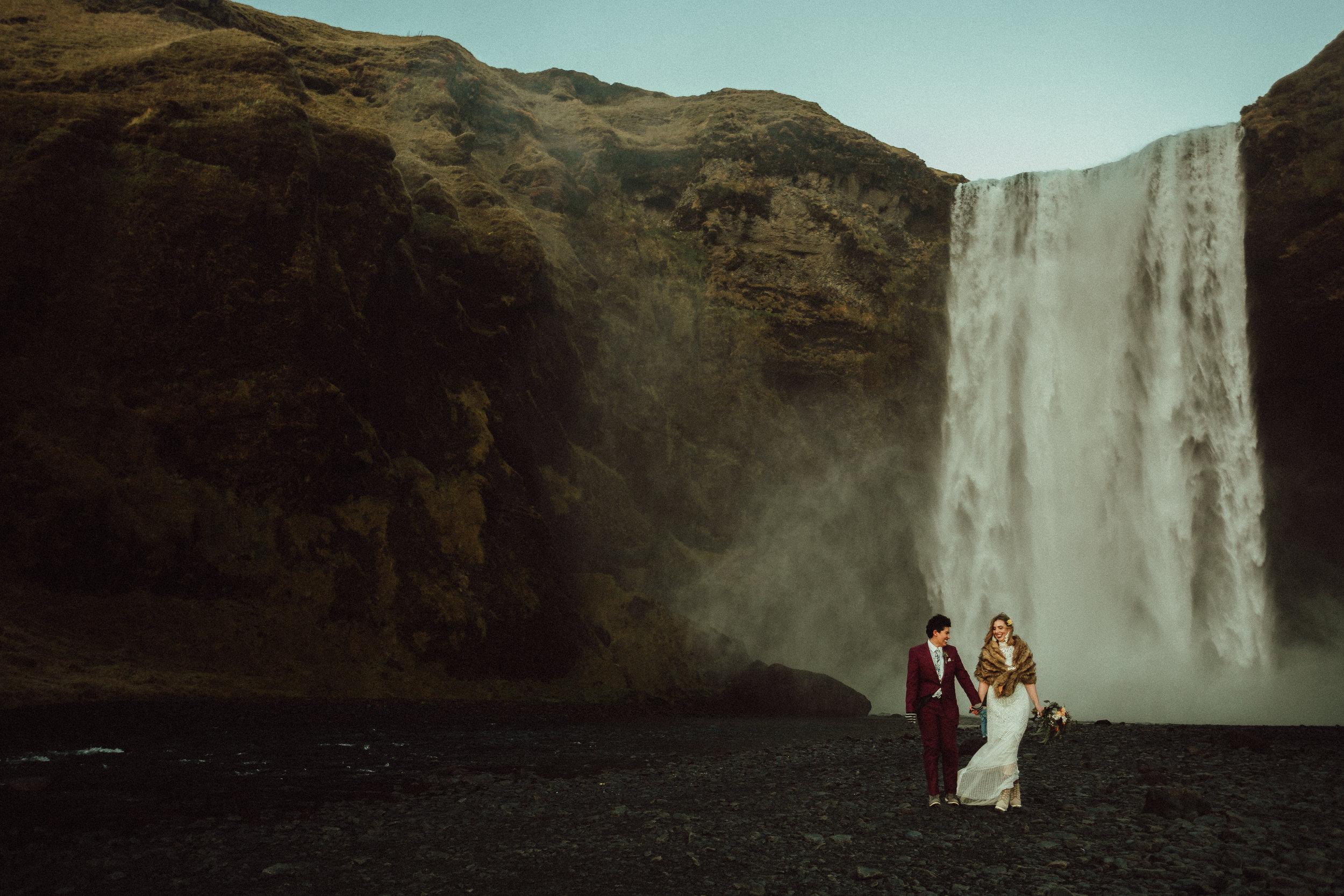 iceland elopement photographer skogafoss
