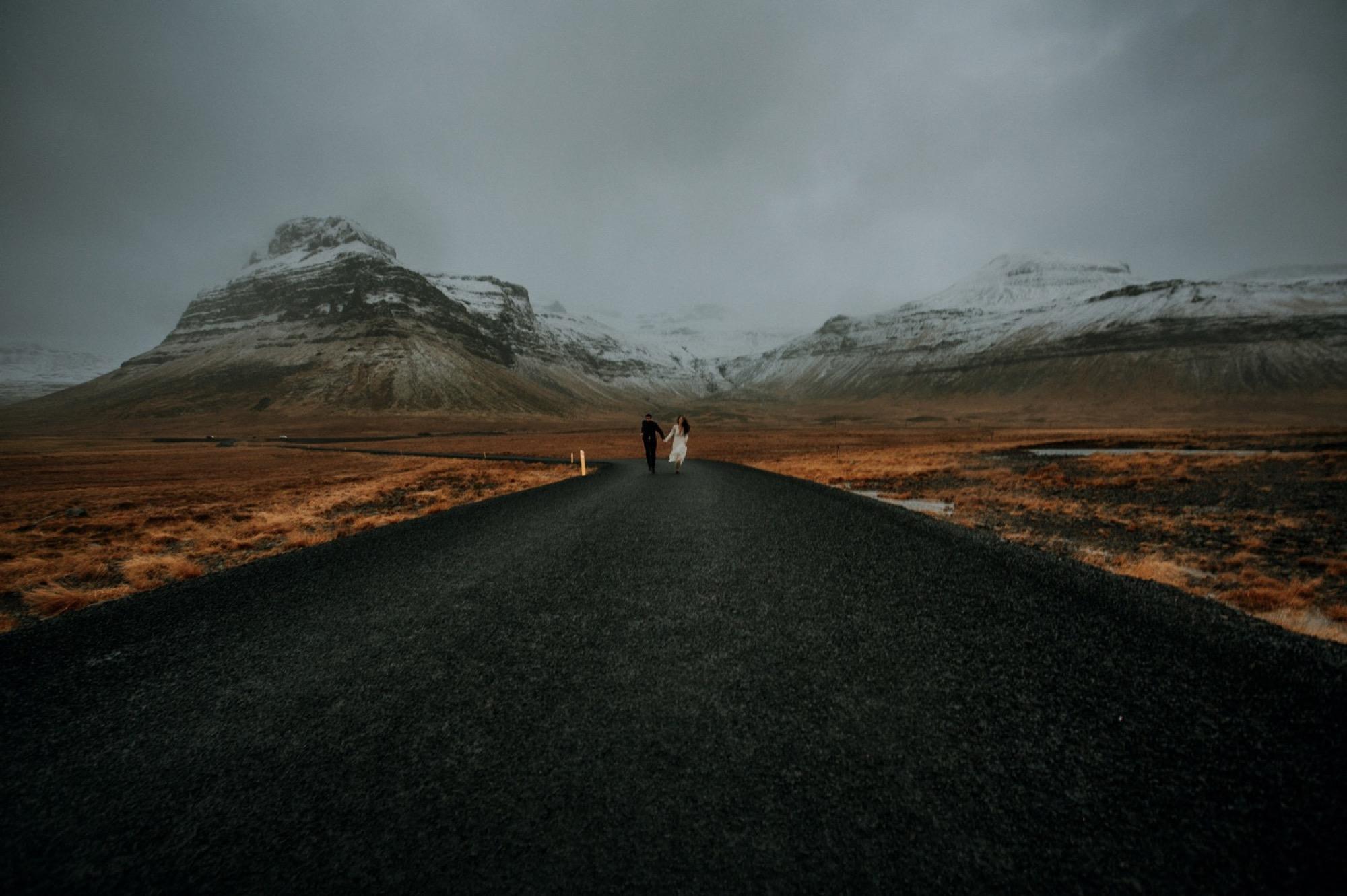iceland elopement kirkjufell roads