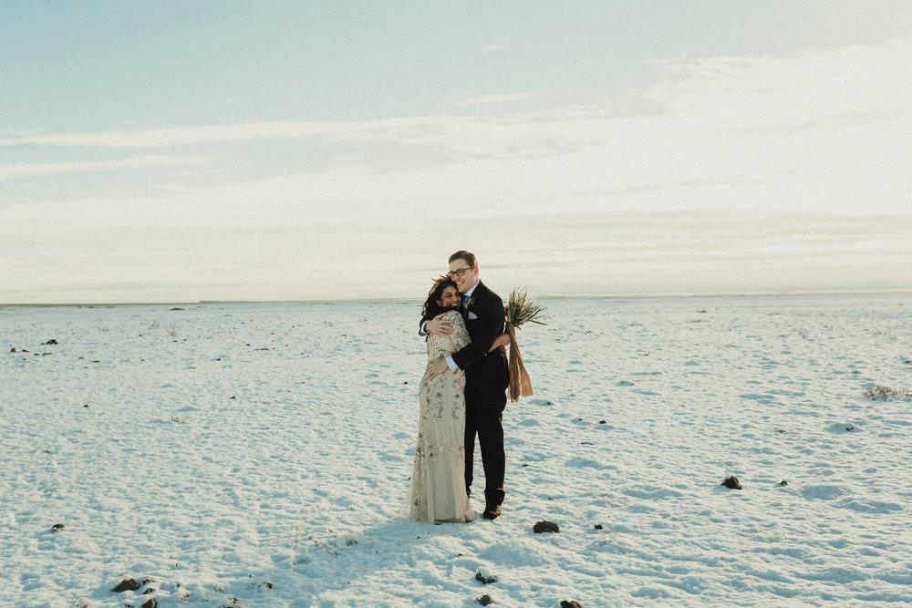 winter+Iceland+elopement+in+snow.jpeg