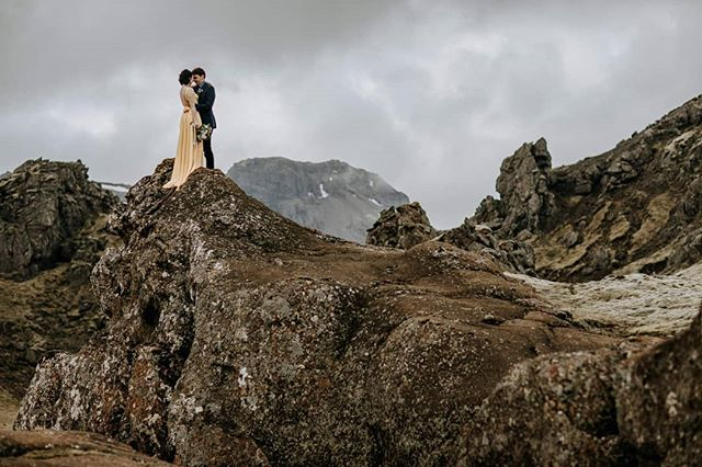 HOLY CANNOLI YALL. This elopement right here is up on the blog. It had everything. DIY Dress, epic waterfalls, ultra private locations, highland roads, vow ceremony above a 405ft canyon, and a picnic above one of the tallest waterfalls in Iceland WITH A RAINBOW THAT LASTED TWO HOURS!!! 😍🍾🌈 OH and the sweetest couple on Earth.  LINK IN BIO! -  florals by the magical @thordisz  picnic & officiant @pinkiceland  day after session @brewdogofficial 🖤🖤🖤