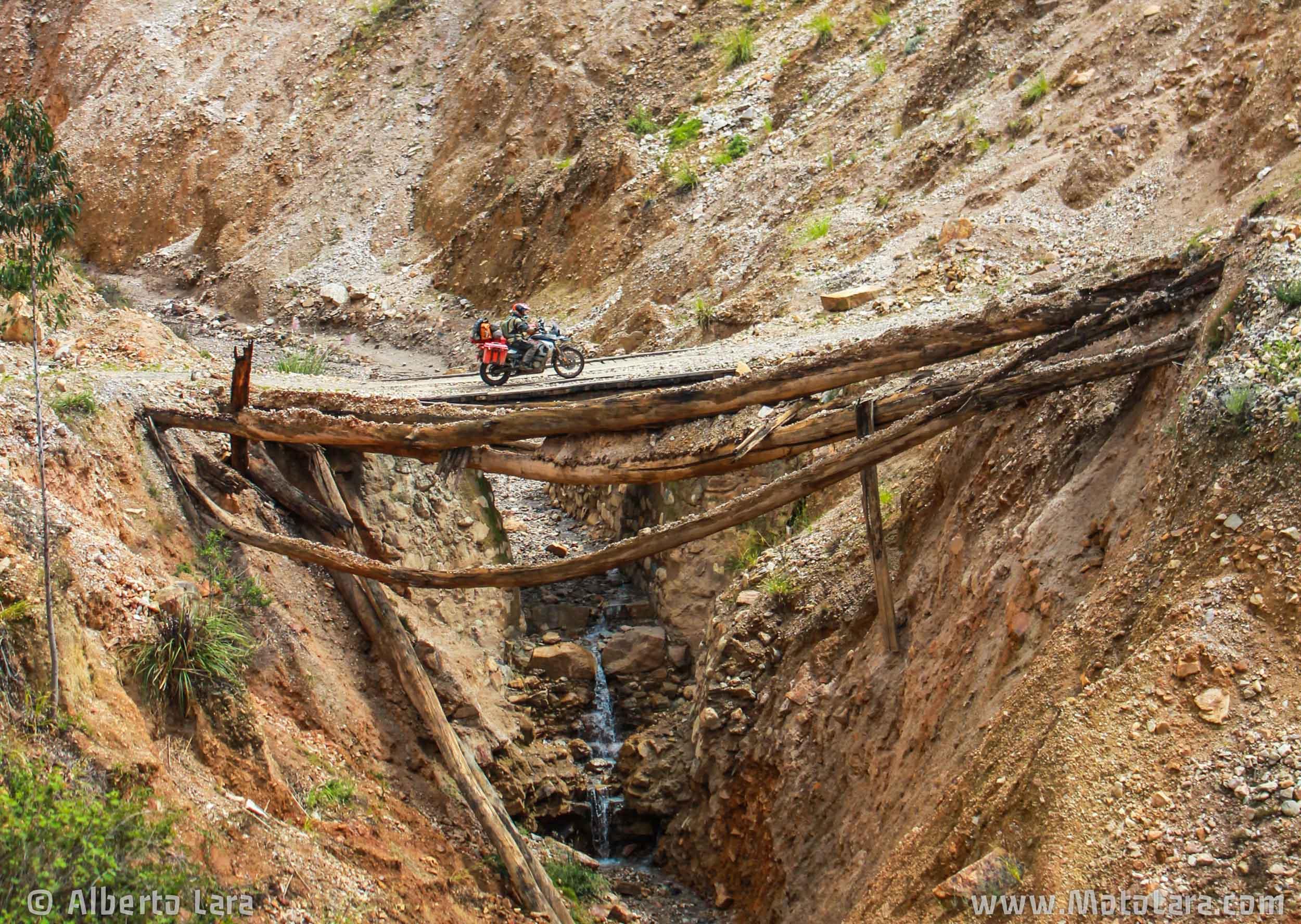 Old bridge near Angasmarca, La Libertad.jpg