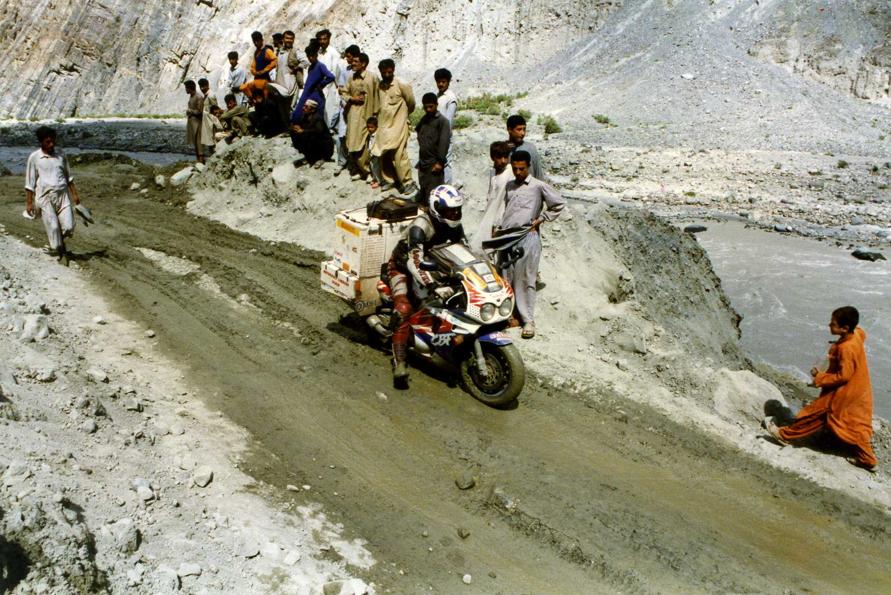1995-1998 Pakistan Karakoram Highway.jpg