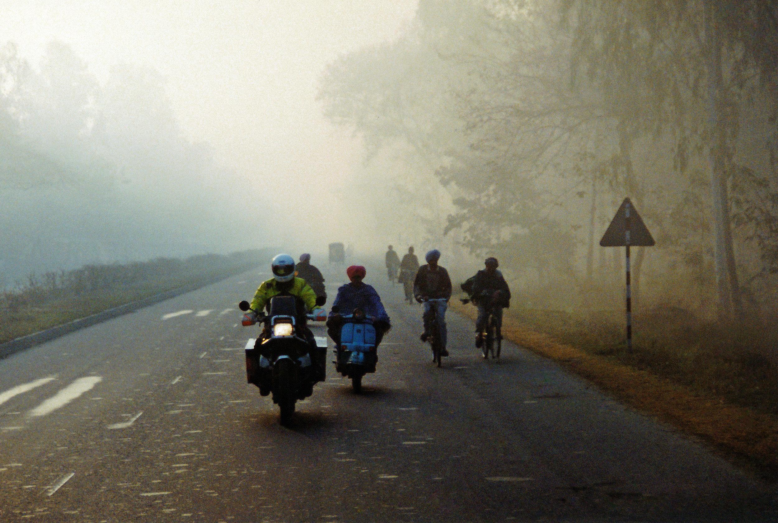 SAM MANICOM - Grand Trunk Road in India at dawn