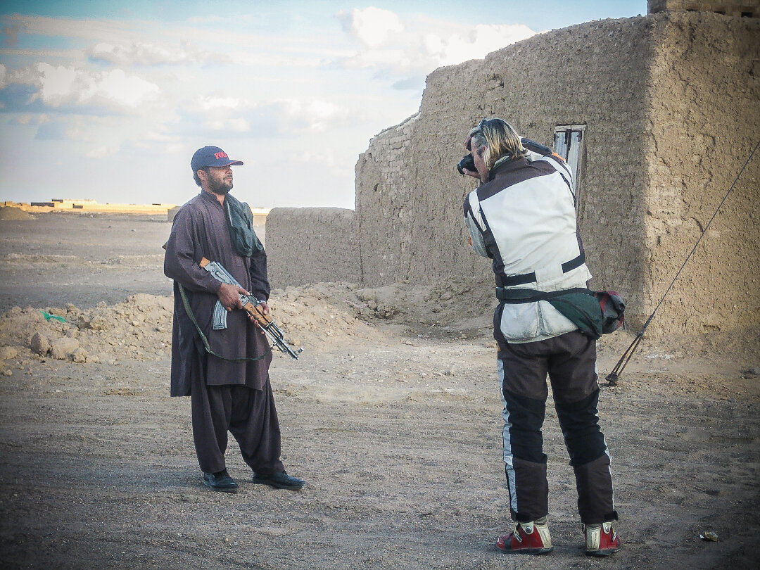 Simon Thomas photographing for his portrait collection in Pakistan