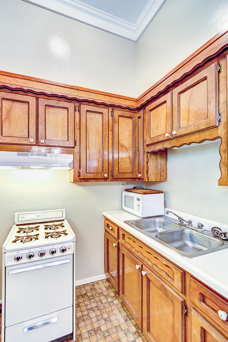 Apt 10 Kitchen 1.jpg