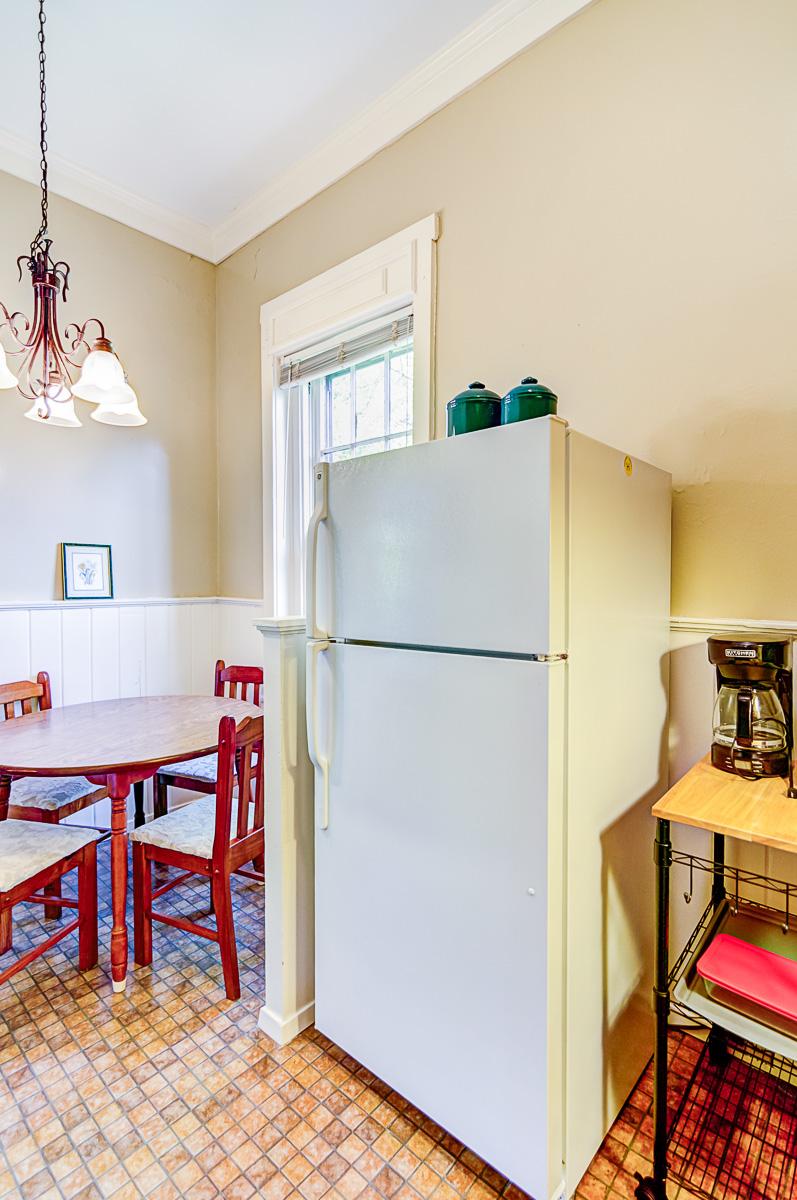 Apt 10 Kitchen 3.jpg