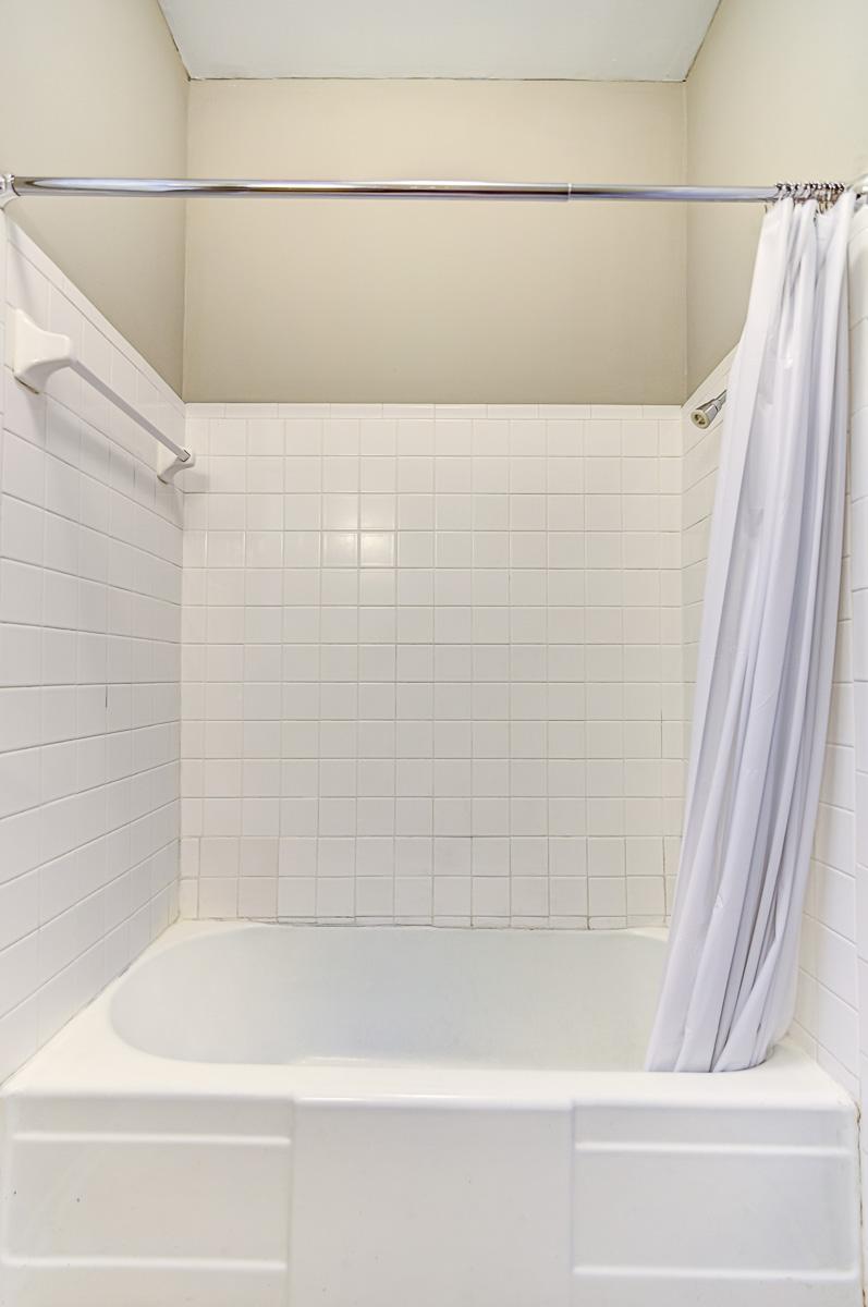 Apt 2 Bathroom Shower Tub.jpg