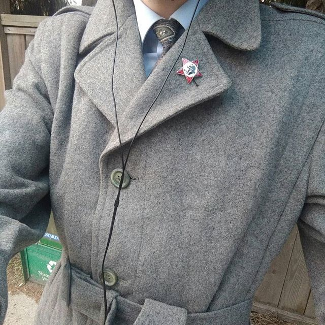 An excellent coat that was a gift from the most awesome and amazing @alexalaser 💞💞💞 near as I can tell it's quite old, haven't been able to pin down the label exactly but it could well be 50's or even late 40's  A beautiful flannel 85 wool (💞) 15 nylon mix, belted trench with some gorgeous details. Just in time for the rainy season. Swipe for details.  #coat #overcoat #longcoat #vintage #vintagecoat #woolcoat #wooltrench #trenchcoat #details #classicmenswear #menswear #style #vintagestyle #historical #historicalclothing #dandy #dandyman #dandyism