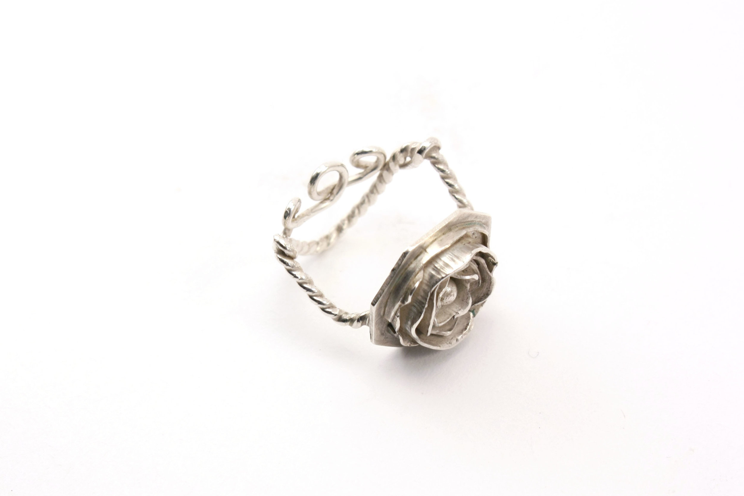 ROSE RING_SIZE6.jpg