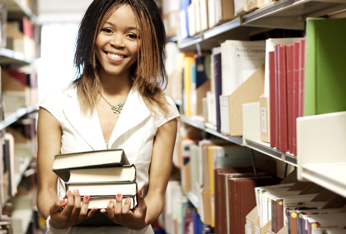 Young-Woman-in-the-library-Blazej-Maksym-18399520.jpg