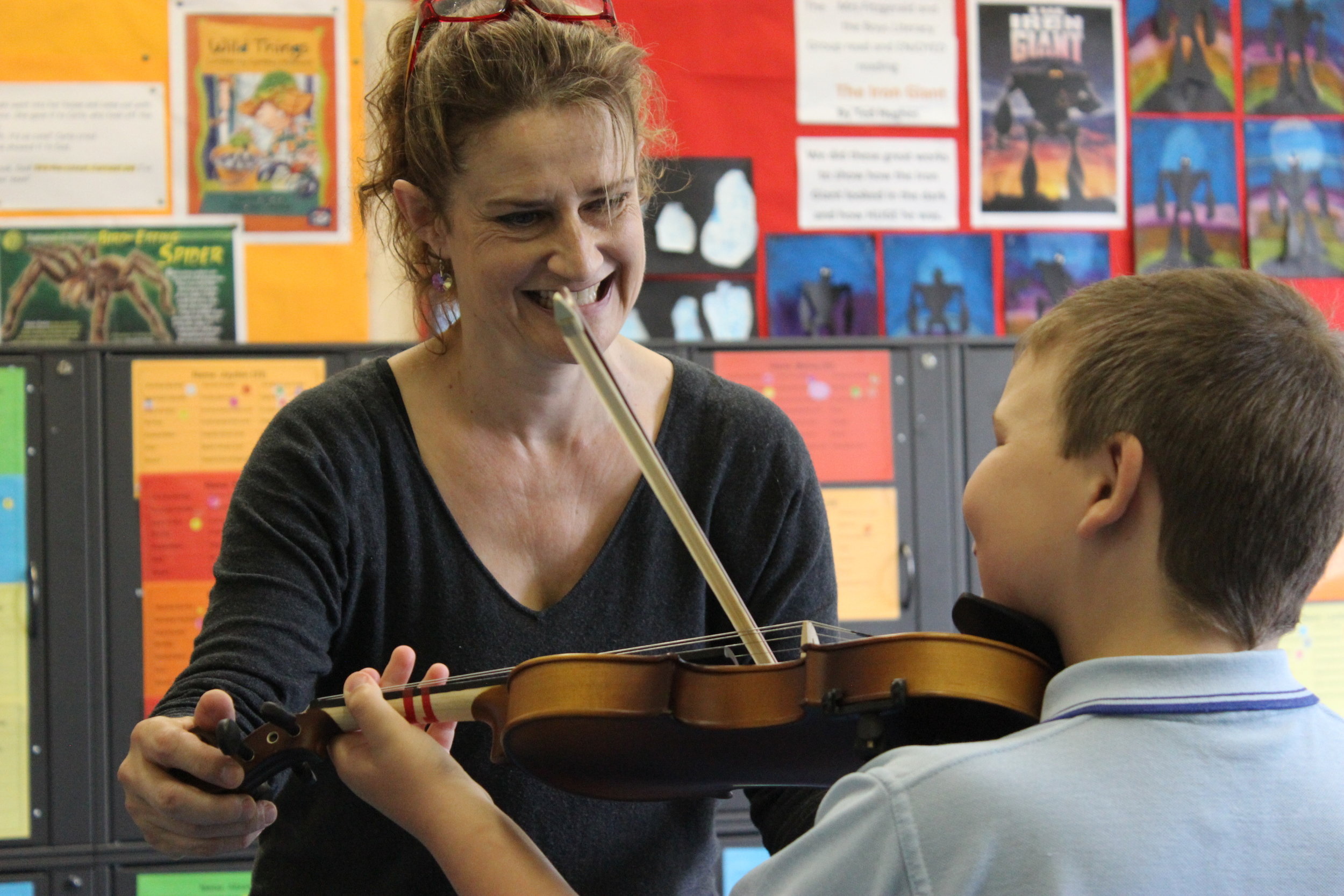 Kirsten Williams working with a Goulburn Strings project student
